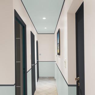 Décoration, conseil peinture d'un couloir moderne à La Londe Les Maures par votre architecte d'intérieur Mosser Intérieur Design dans le Var