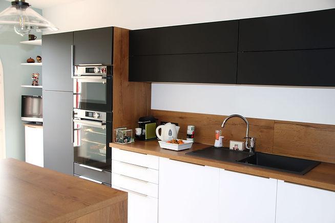 Aménagement agencement et décoration d'une cuisine moderne, par l'architecte décorateur d'intérieur Mosser Intérieur Design dans le Var