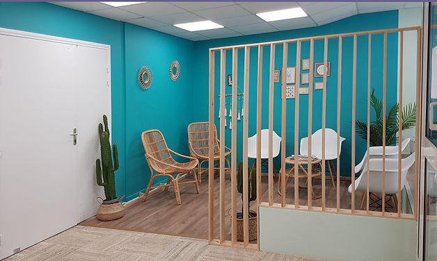 Aménagement et décoration d'une salle d'attente, acceuil, dans un ERP Etablissement Recevant du Public, dans un esprit exotique, à Toulon, par l'architecte décorateur d'intérieur Mosser Intérieur Design dans le Var