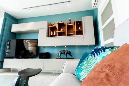 Aménagement agencement et décoration d'un salon à La Londe Les Maures, par l'architecte décorateur d'intérieur Mosser Intérieur Design dans le Var