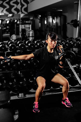 asian-sexy-fitness-girl-weightlifting-in