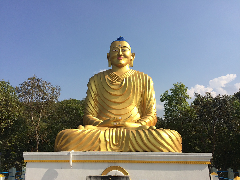 famosa estátua de Buda no Nepal