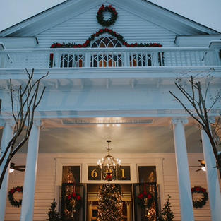HH Holiday front entrance