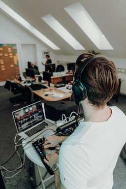 DJ in the office 4
