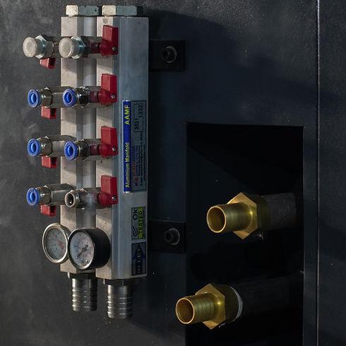 Vertical Injection Molding Machine Water Manifold.jpg