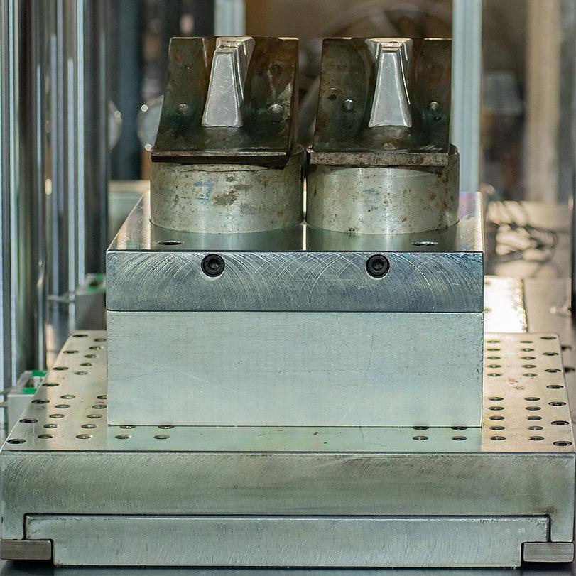 Double Nozzle Single Slider molding machine | Split Mold | vertical injection molding machine