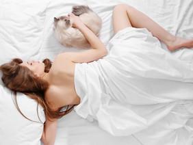 3 Benefits of Sleeping Butt Naked