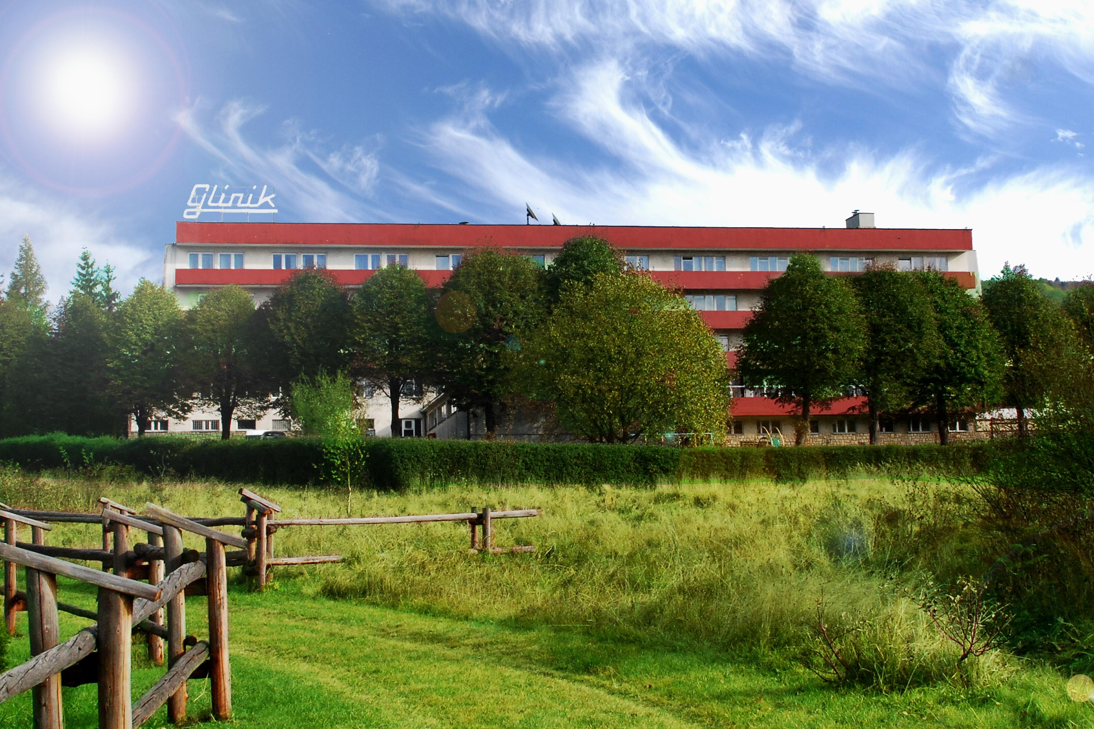 glinik_front- budynek