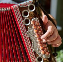 Mit traditionellen Klängen durch den Tag