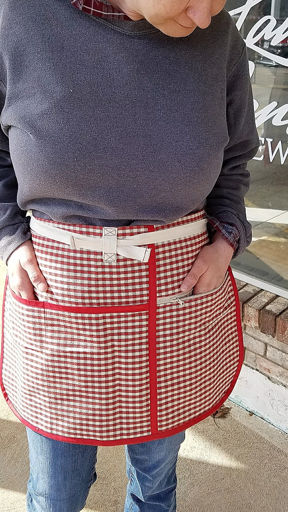 Money apron pocket with zipper