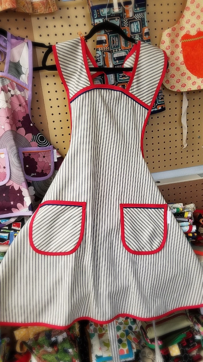 Retro apron in navy ticking with red trim