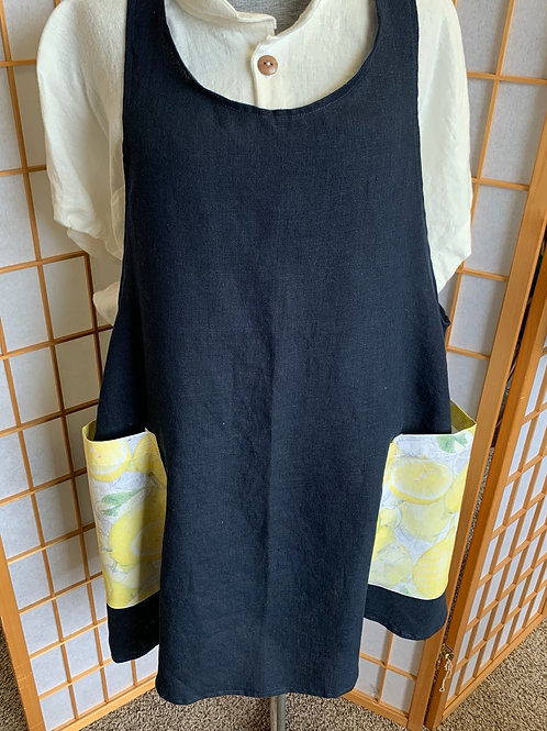 Crossback apron in Linen