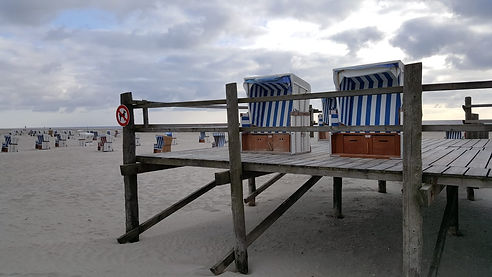 Strandkörbe_auf_Podest.jpg