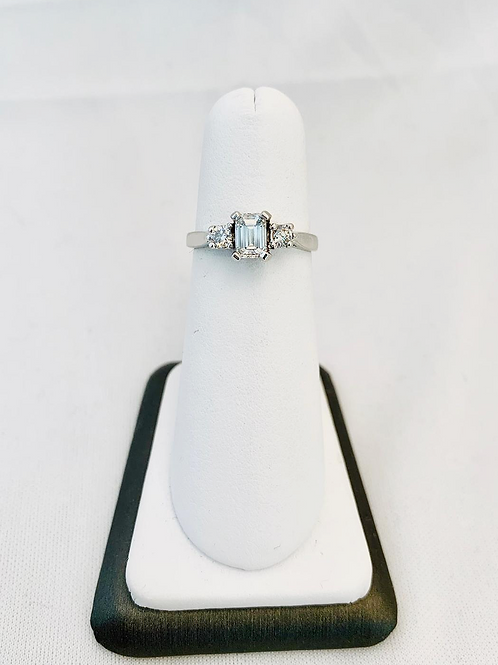 14k White Gold 0.75ct Emerald Cut Engagment Ring