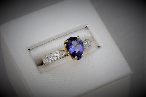 18k gold and tanzanite ring