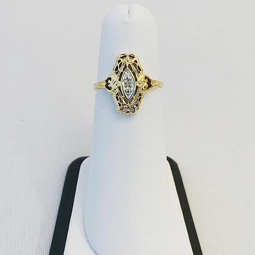 10k Yellow Gold Vintage Ring with Diamond Accent in Center