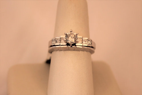 14kt White Gold Round Diamond with Princess Cut Side Diamonds
