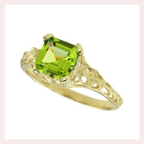 10kt Yellow Gold Vintage Style Filigree Ring With A Peridot Center