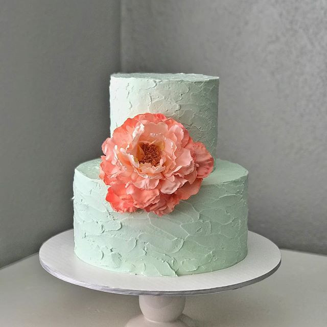 Textured buttercream, large flower.