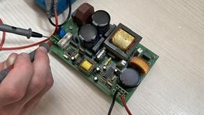 Como una empresa de reparación electrónica se enfrenta a una reparación paso a paso