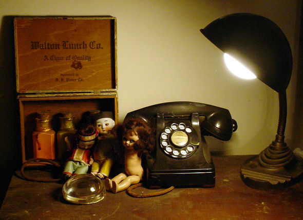 dolls-telephone-lamp.jpg