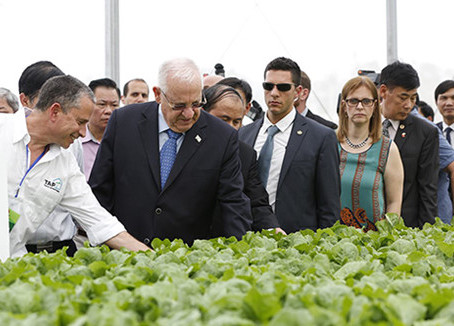 President Rivlin tours Israeli agricultural project near Hanoi