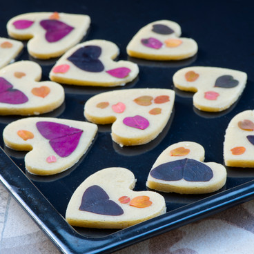Valantine cookies with microleaves
