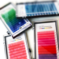 Color lash extensions Foula