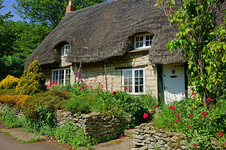 A beautiful quaint Cotswold country That