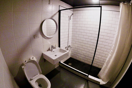 bathroom - 01.jpg