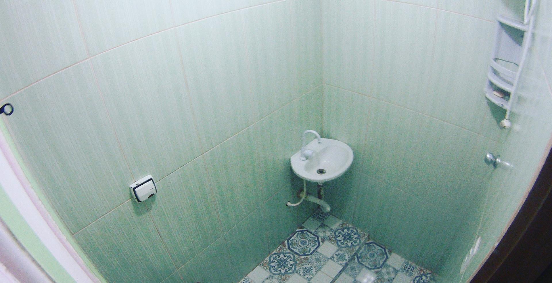Banheiro suite compartilhada feminina