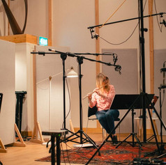 Lisa Friend Flute Image 3-Chandos Recording