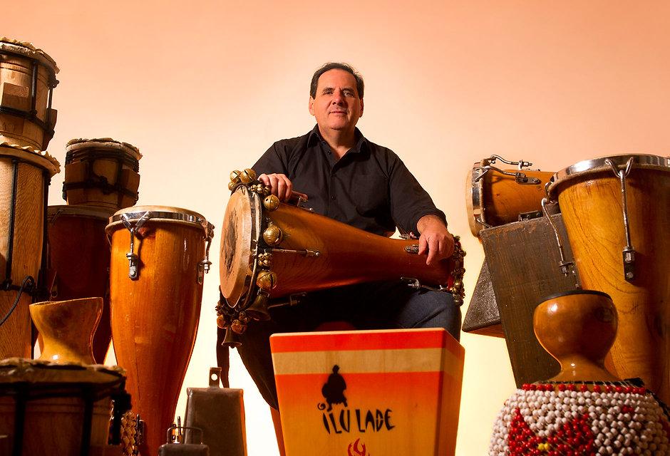 École de percussions ILU LADÉ – André Dupuis et les instruments de percussion traditionnelle afro-cubaine – Montréal, 2014 – Photo : Sébastien St-Jean