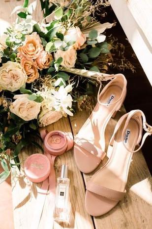 bridal bouquet flatlay.jpg