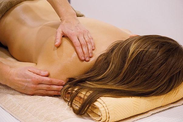 Lilawadi_ayurveda_cabinet_massage_web.jp