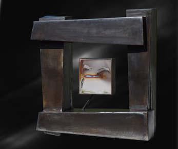 Acier patiné noir et poncé, cire d'abeille, inox miroir 36x36x10 cm