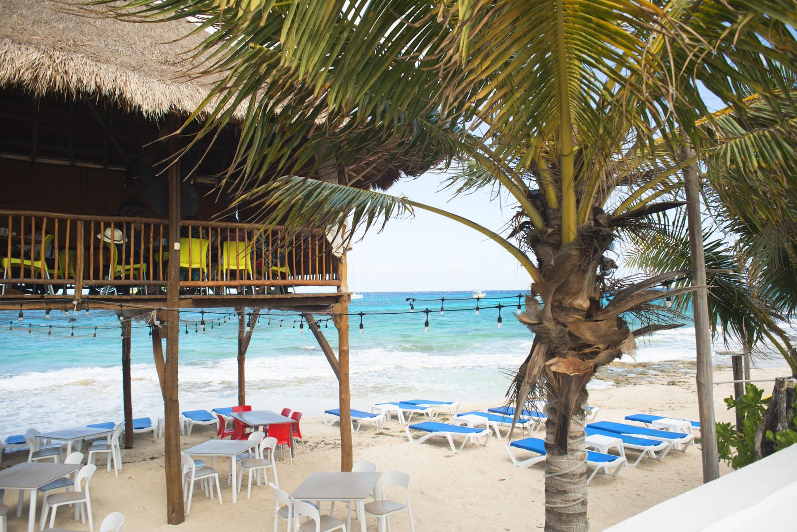 Waterfront breakfast in Cozumel