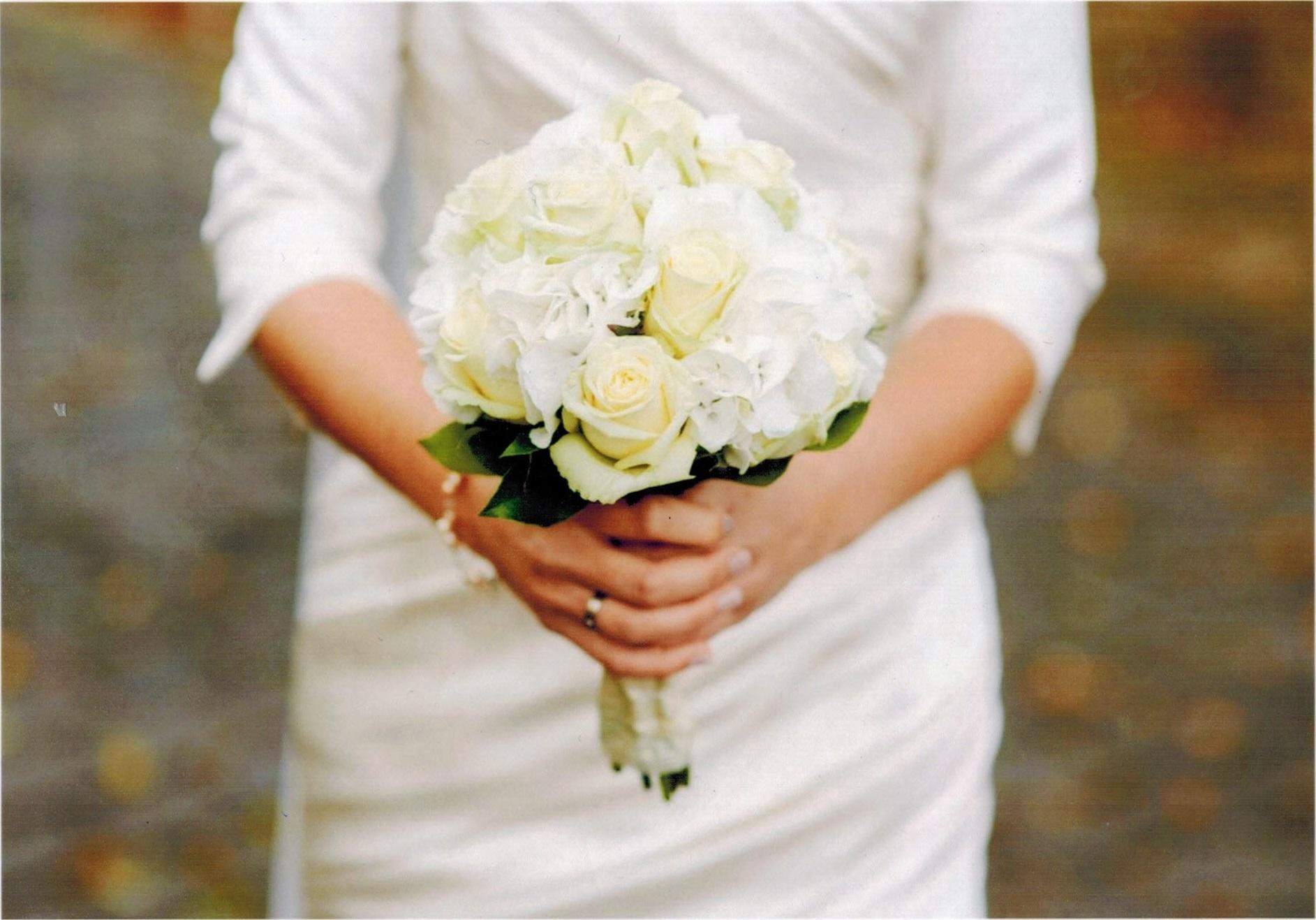 weißer Hochzeitsstrauß