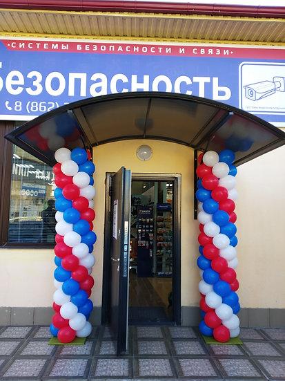 Колонны триколор из воздушных шаров на день России