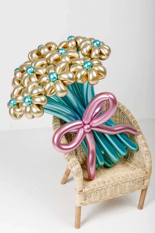 Стильные цветы из хромированных шаров