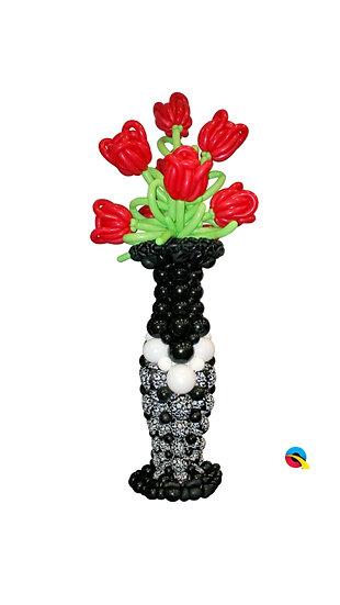 Ваза с цветами на каркасе