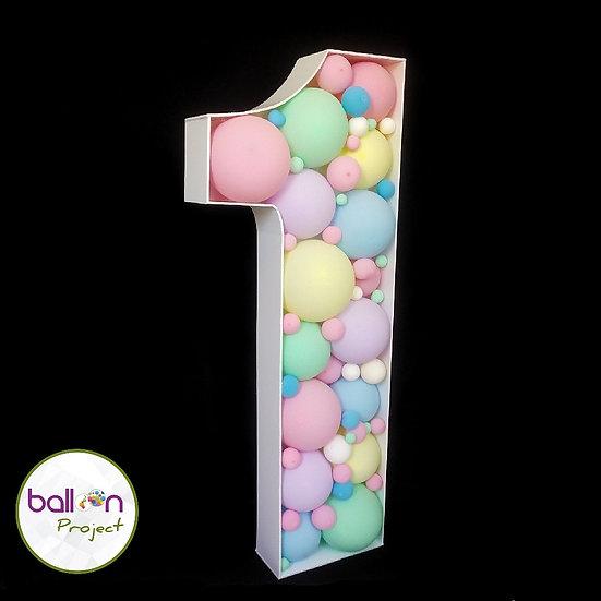 Цифра из воздушных шаров на годовасие в Сочи
