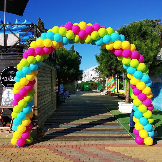 Круглая арка из шаров в Олимпийском парке