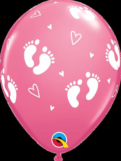 Розовый шар с пяточками для девочки на встречу из роддома в Сочи