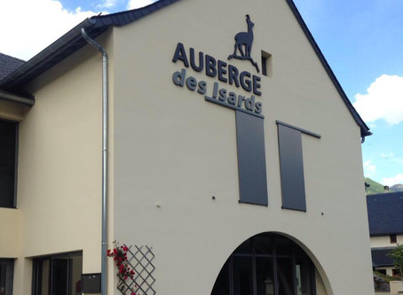 L'Auberge des Isards reste ouverte tous les jours de 10h à 12h et de 17h à 19h pour vous propose