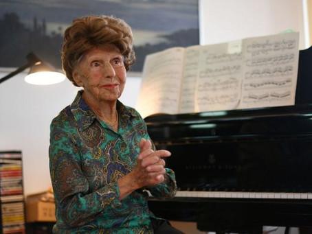 """""""Alimento da alma"""": pianista francesa de 106 anos lança seu sexto álbum"""