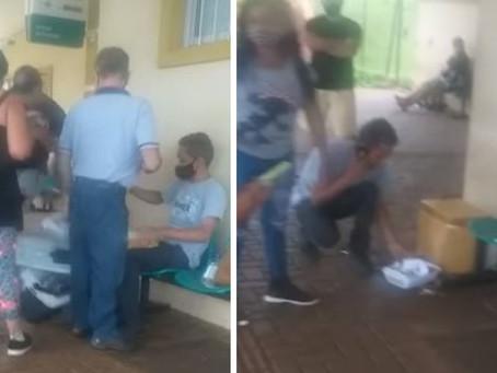 Homem chuta caixa de vendedor de salgados em UPA de Londrina