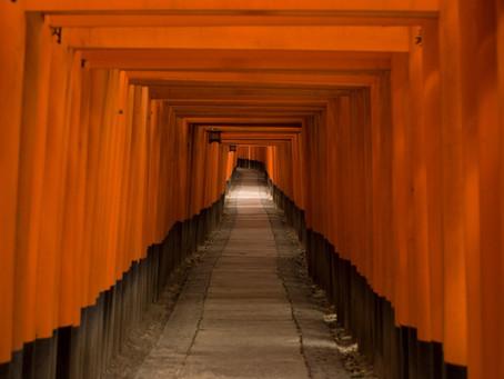 【どこまでも続く赤いトンネル】