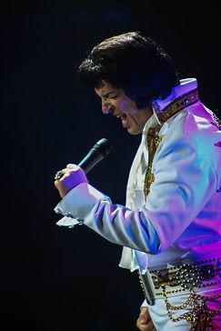 Elvis imitator