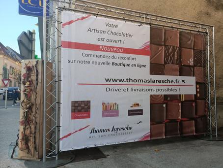 """Tatatin !!!...  cet après midi pose de notre """"petit panneau"""" devant la boutique de Morteau !"""